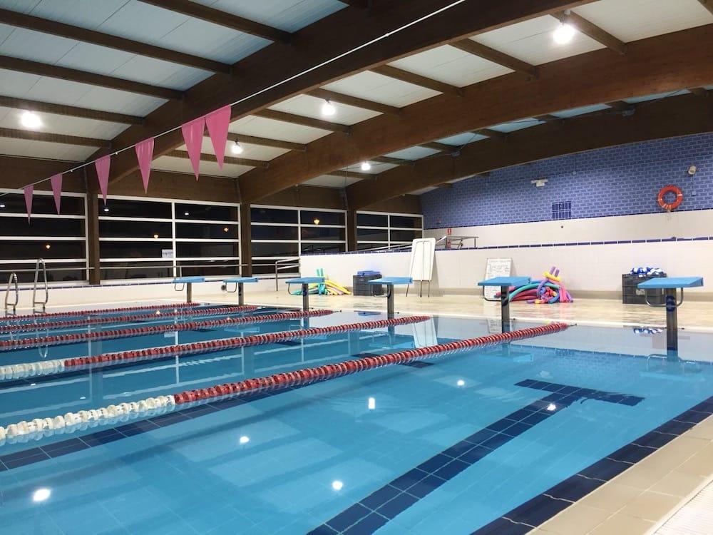 instalacion iluminacion led piscina cubierta